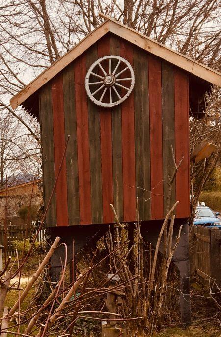 Baumhaus auf Stelzen