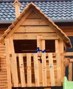 Holzhaus zum Spielen